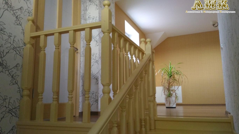 Лестница с площадкой на 180, цена на деревянную лестницу с