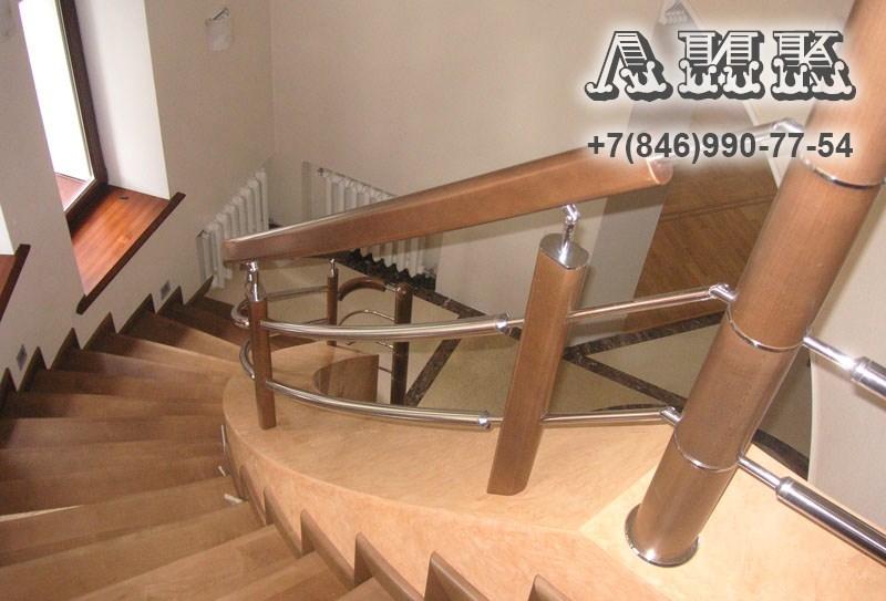 Изготовление деревянных лестниц в СПБ на заказ